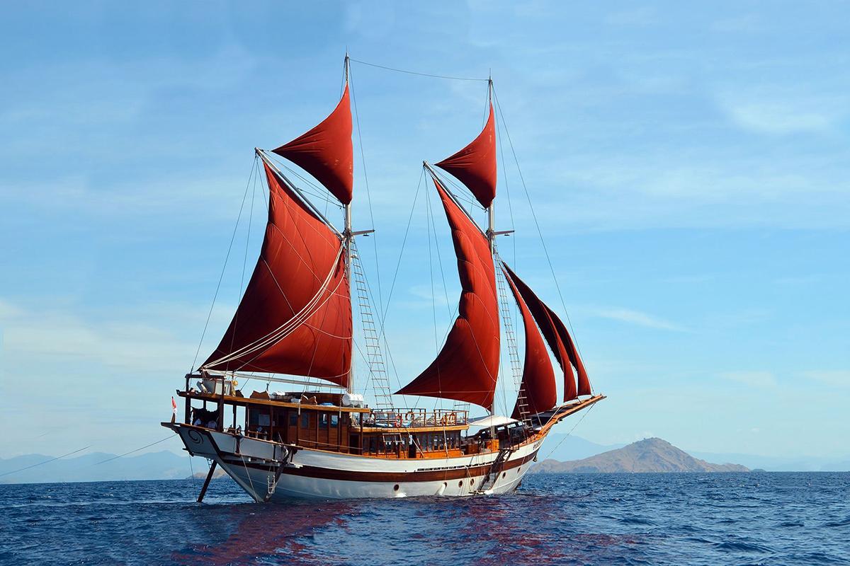 YS_Charter_Voyage_Tiaré_Header